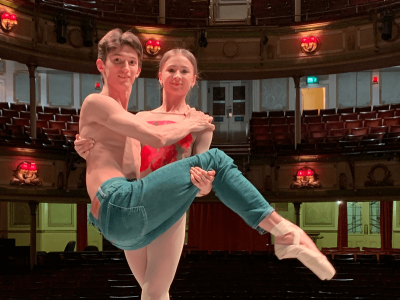 Anna Fedosova & Yury Kudriavtsev in pointe shoes - cropped