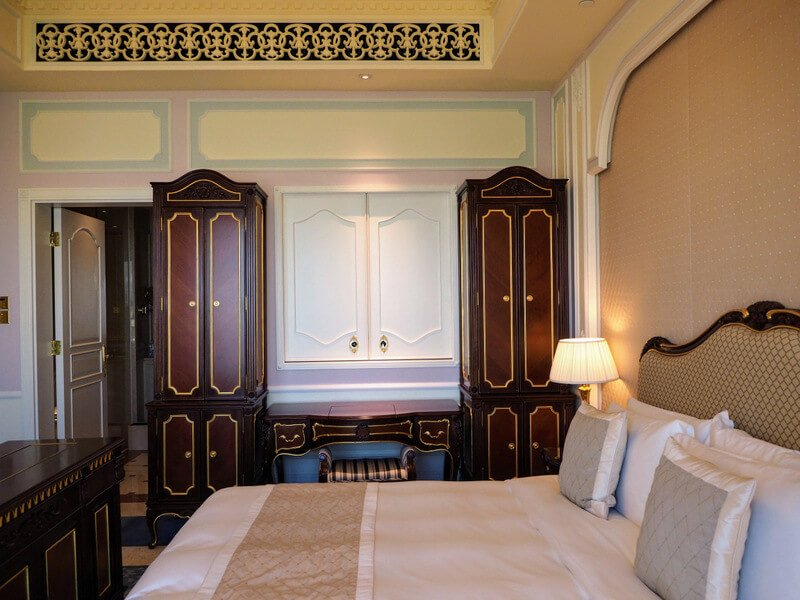 bed and wardrobe in the Executive Room at Legend Palace Hotel